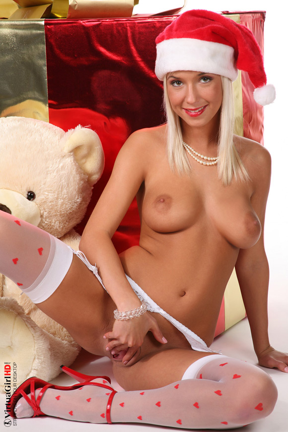 natali-blond-in-merry-christmas